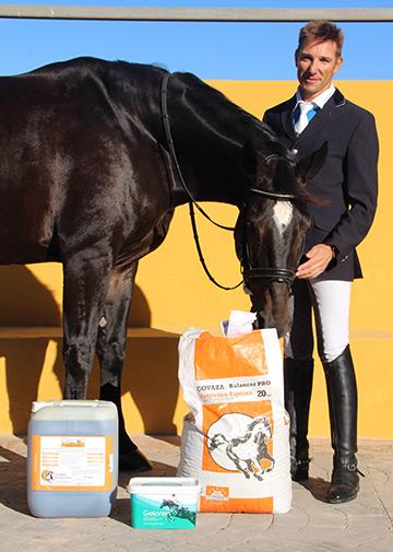 Sergio Martí con algunos de los productos de Covaza